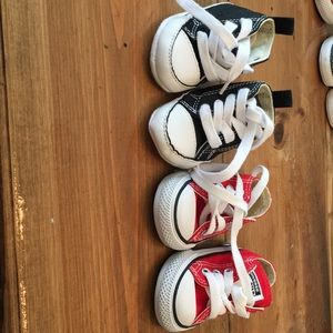 Bundle of 2 baby Converse - size 2